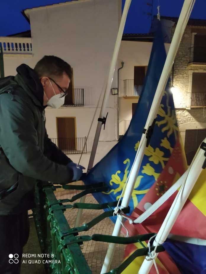 Bandera a mig pal a Albocàsser