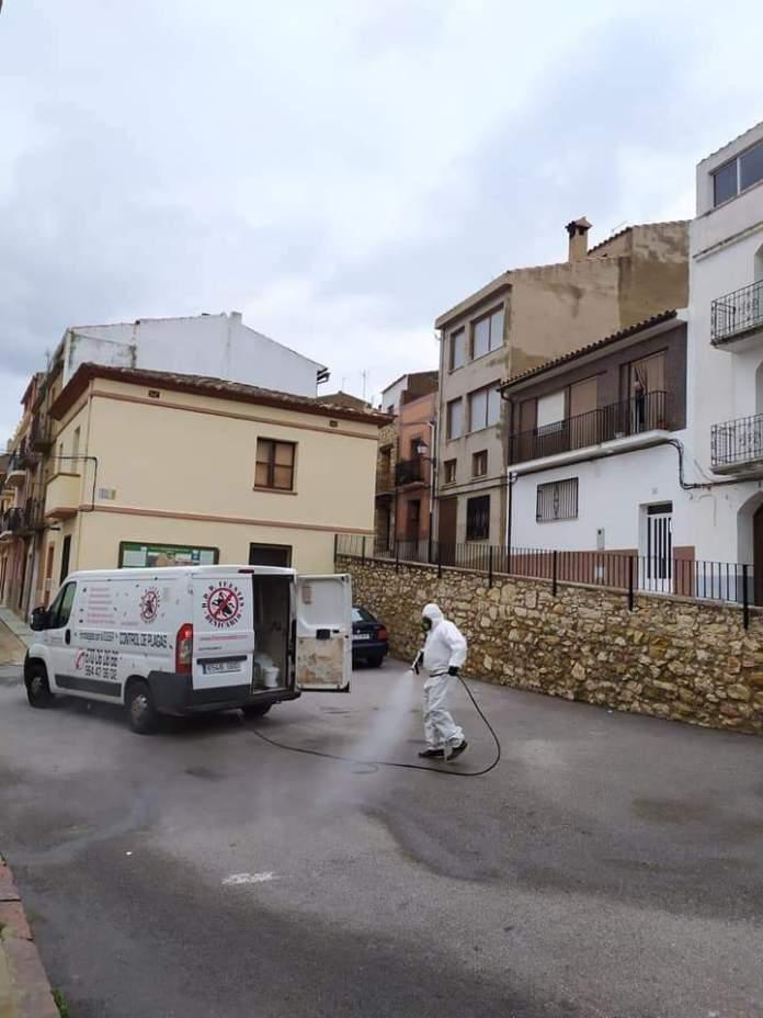 Treballs de desinfecció pel coronavirus a Vilar de Canes