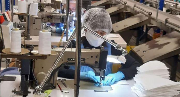 Marie Claire fabrica mascaretes i bates