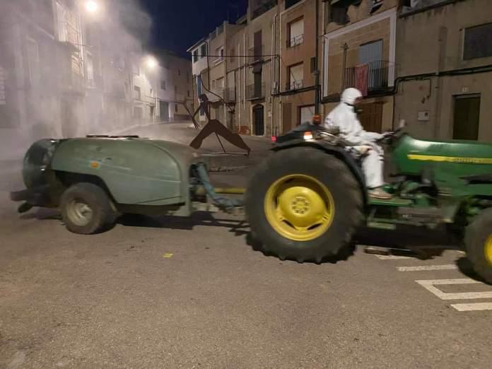 Desinfecció dels carrers a Tírig