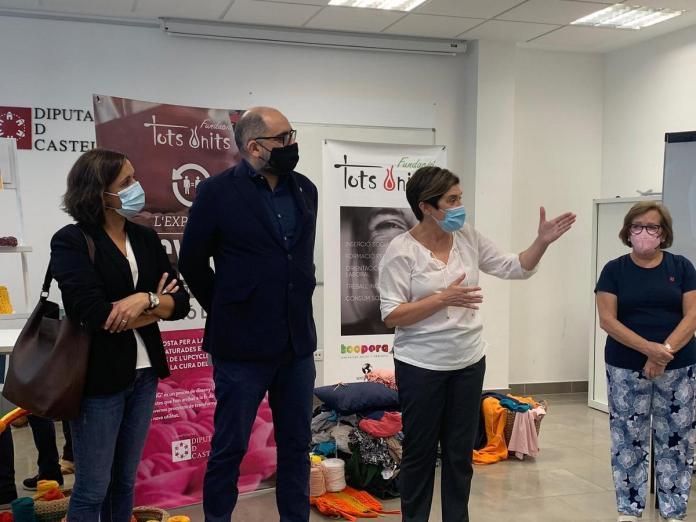 El diputat de Promoció Econòmica visita l'exposició «Upcycling per la inserció laboral» en el Centre CEDES d'Albocàsser