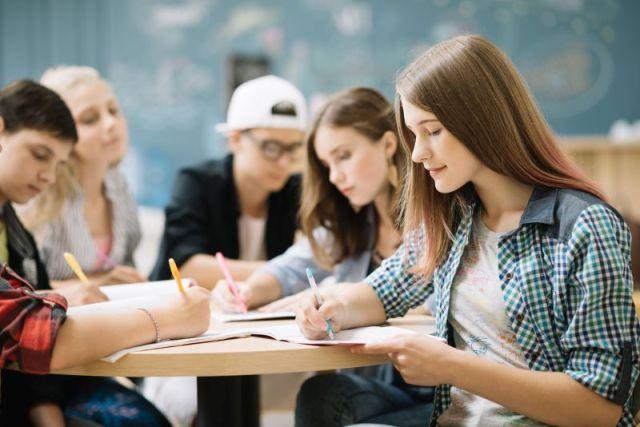 05b38c7437 Megkérdeztek néhány végzett hallgatót, hogy mit bántak meg legjobban az  egyetemi éveikkel kapcsolatban, amit érdemes lehet neked is elolvasni, ...
