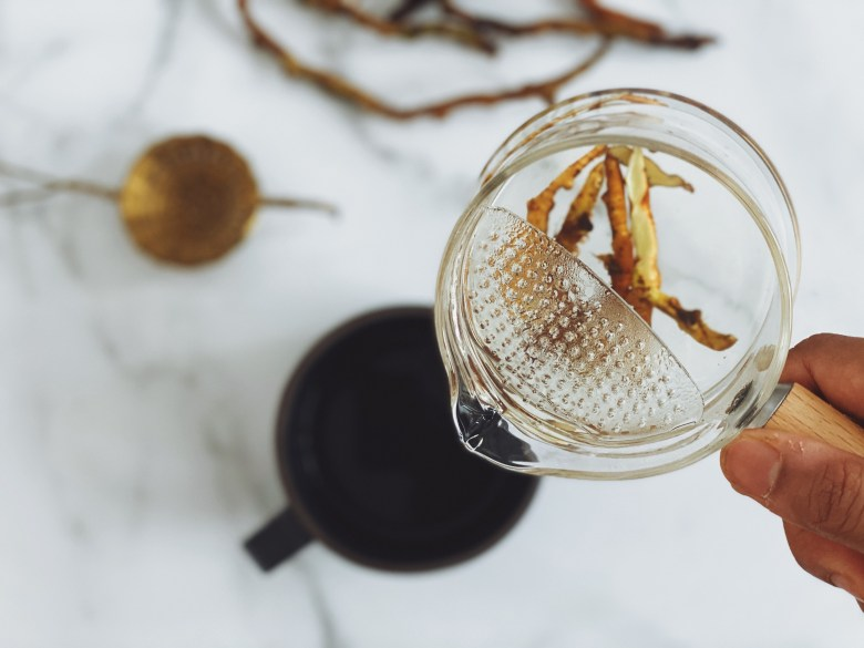 Fresh licorice root tea for stress and digestion