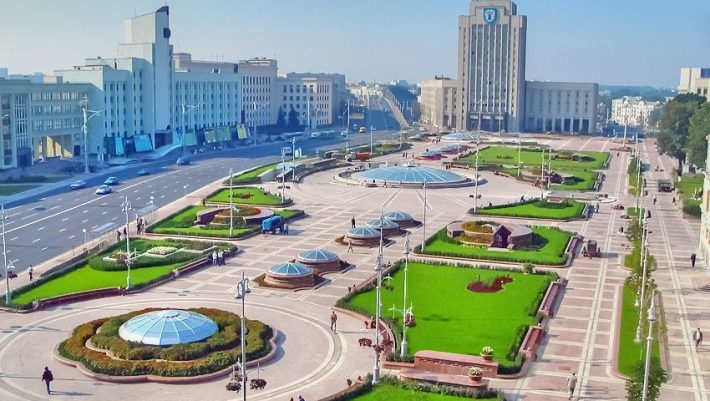 Σαν να μη συμβαίνει τίποτα στη Λευκορωσία: Παίζουν κανονικά μπάλα και έχουν  ανοικτά σχολεία και μπαράκια