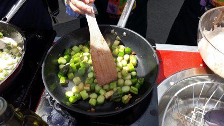 Ob Spargel, Schwammerl, Köfte oder Tiramisu: beim gemeinsamen Kochen schmeckt´s! (c) GB*