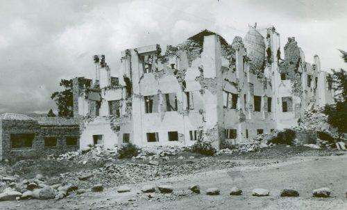 Uno de los hospitales de Ambato que cayó en el terremoto de 1949