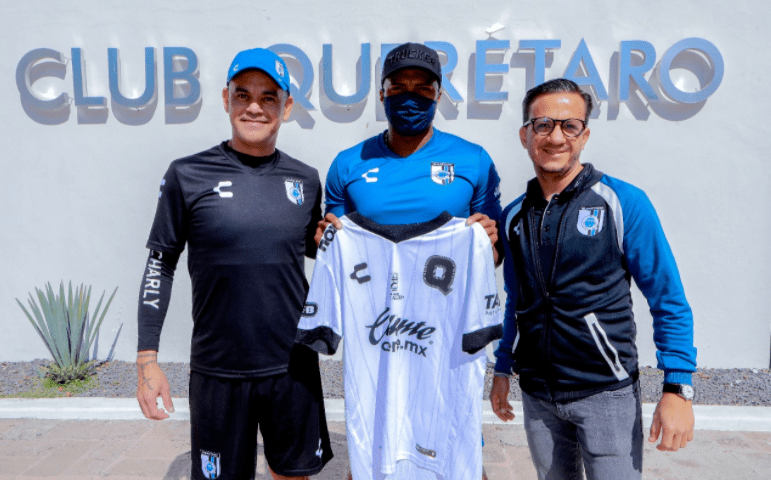 Antonio Valencia ya es jugador del Queretaro de México