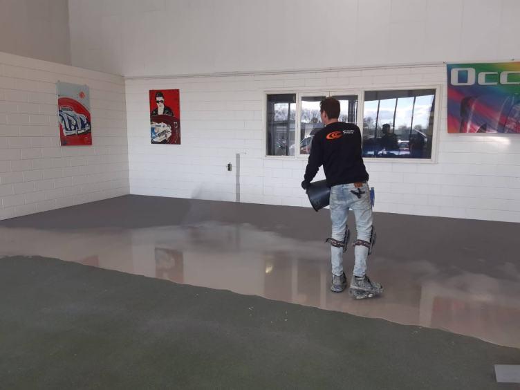 Aanbrengen garagevloer schagen