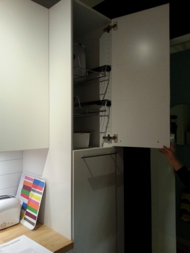 Inner pull out drawers should not be installed above head height!