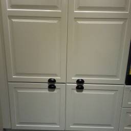 Once again, drawer handles shouldn't be used for cupboards. These are also very uncomfortable due to the handles being placed below hip height on a tall cabinet.