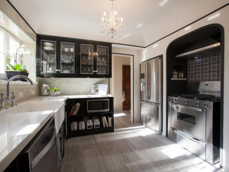 BP_HHURT306_black-and-white-kitchen-after_h.jpg.rend.hgtvcom.966.725