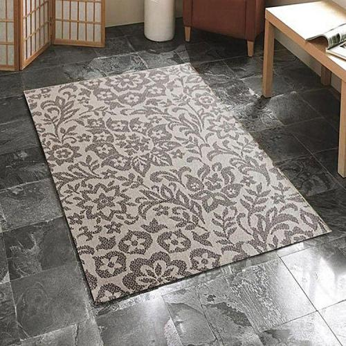 Bathroom Decorating Ideas for Renters: rugs