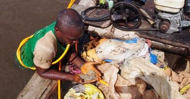 Diamond digging in the river, Liberia