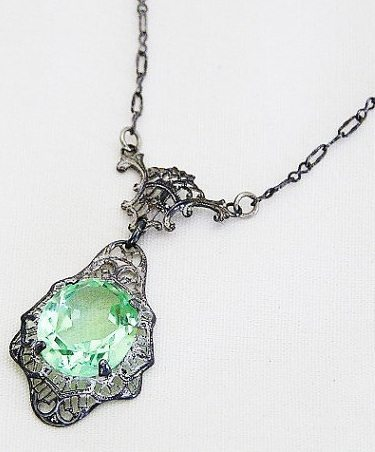 Edwardian green glass lavaliere necklace