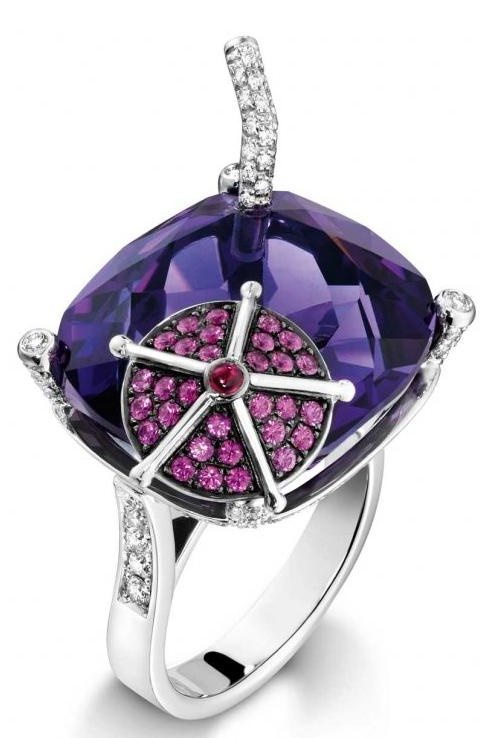 Piaget Blueberry daiquiri ring, 18-carat white gold ring set with 121 brilliant-cut diamonds, 1 cushion-cut amethyst, 30 brilliant-cut pink sapphires, 1 cabochon-cut ruby.