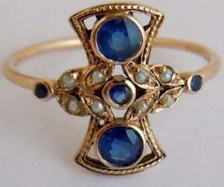 Vintage sapphire and pearl in 9 k gold.