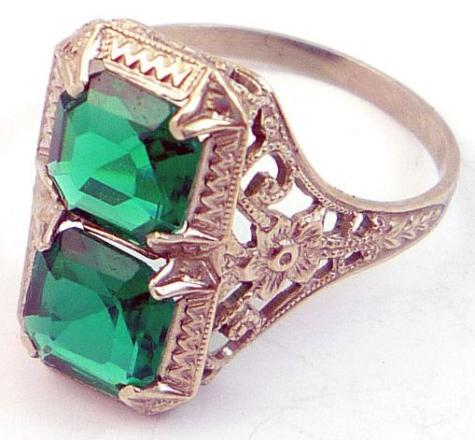14k Antique 1920s Art Deco green emerald filigree ring. Via Diamonds in the Library.