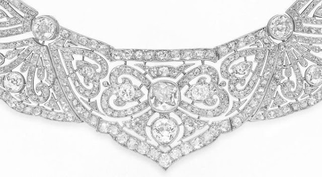 Detail of a lovely Belle Epoque diamond necklace. Via Diamonds in the Library.