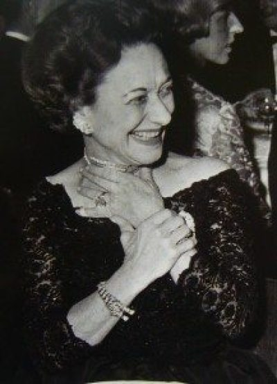 Wallis Simpson, the Duchess of Windsor, looking happy in her Cartier panther bracelet and assorted other jewels. Via Diamonds in the Library.