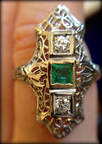 Art Deco emerald and diamond filigree ring