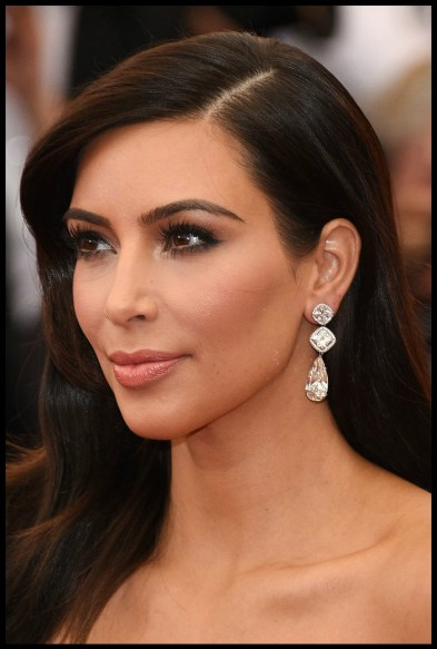 Kim Kardashian in Lorraine Schwartz diamond earrings at the 2014 Met Gala.