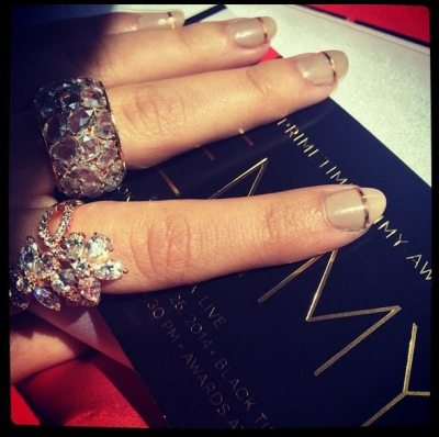 Sarah Hyland's Lorraine Schwarz rings at the 2014 Emmy awards.