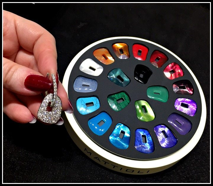 These earrings from Mattioli allow a large number of interchangeable color options.