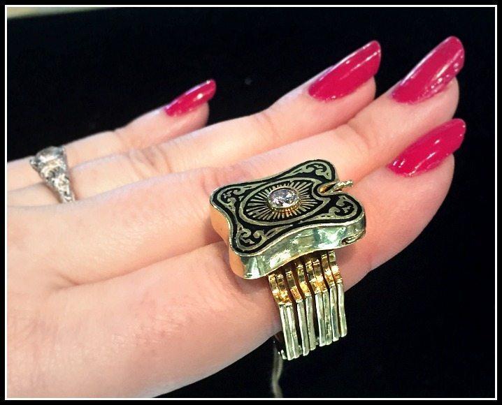 Fantastic antique Victorian convertible ring bracelet in gold.