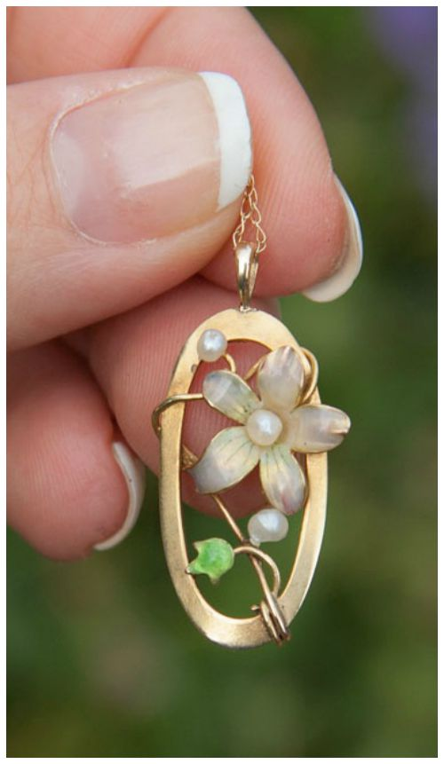 This lovely gold and enamel Art Nouveau pendant is currently up for grabs in my giveaway! Don't miss your chance to enter