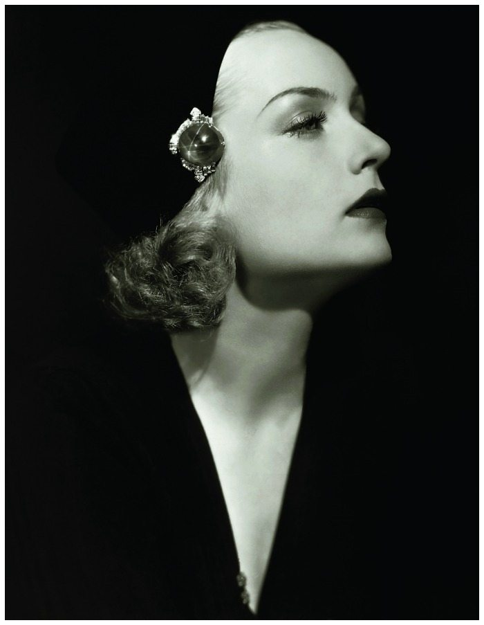 Carole Lombard wearing her star sapphire clipped to her hat.