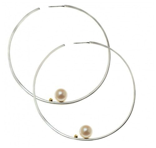 Lauren Chisholm large hoop earrings with pearls in white or yellow gold.