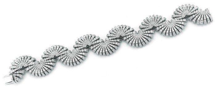 The Miseno Ventaglio bracelet in white gold with 20.94 carats of diamonds.