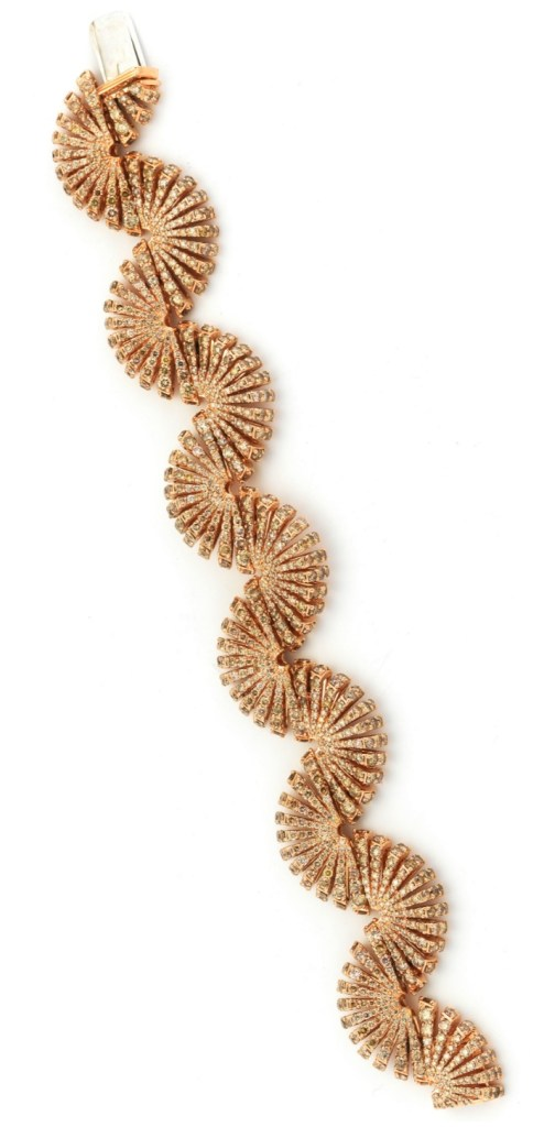 Miseno Ventaglio bracelet in rose gold with 21.88 carats of colored diamonds.