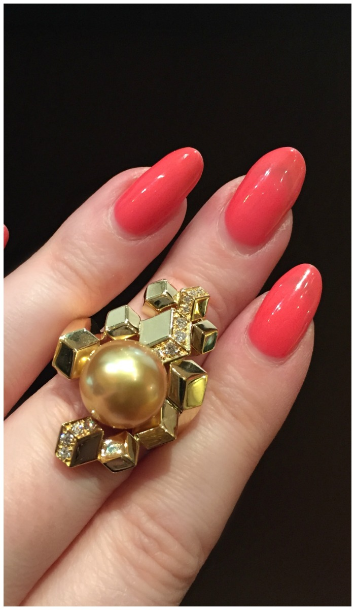 A stunning natural golden pearl and diamond ring in yellow gold from Jewelmer.