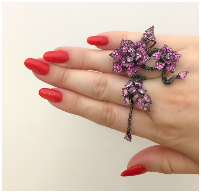 a-beautiful-floral-ring-by-wendy-yue-seen-at-vicenzaoro