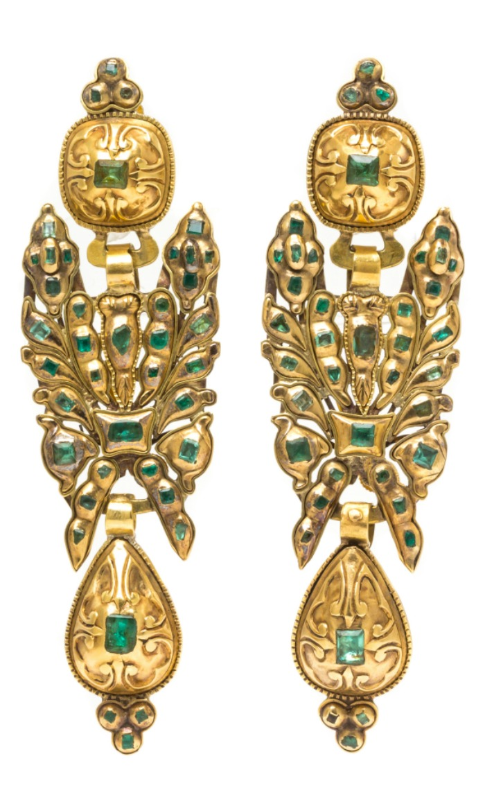 A pair of antique Georgian yellow gold and emerald convertible pendoloque drop earrings, from Spain or Portugal. Can also be worn as a brooch!