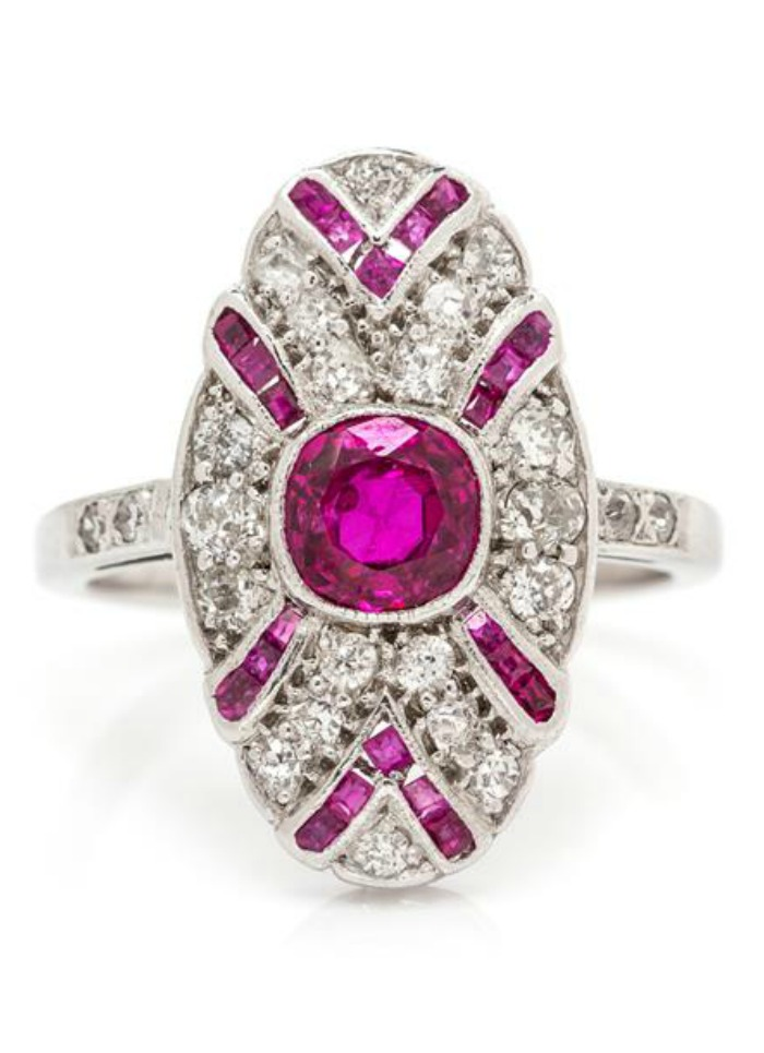 An Art Deco ere ruby and diamond ring in white gold.