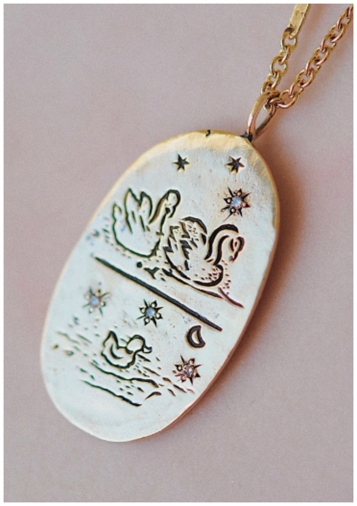 Mama jewelry she'll want to wear - Sofia Zakia's Cygnus necklace.The sweetest little swan family!