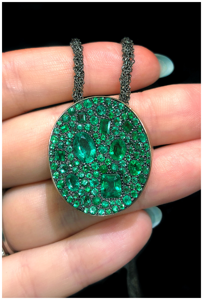 I love this emerald pendant!! It's by Antonini Milano, one of the Extraordinary Italian jewelry brands I saw in Las Vegas.