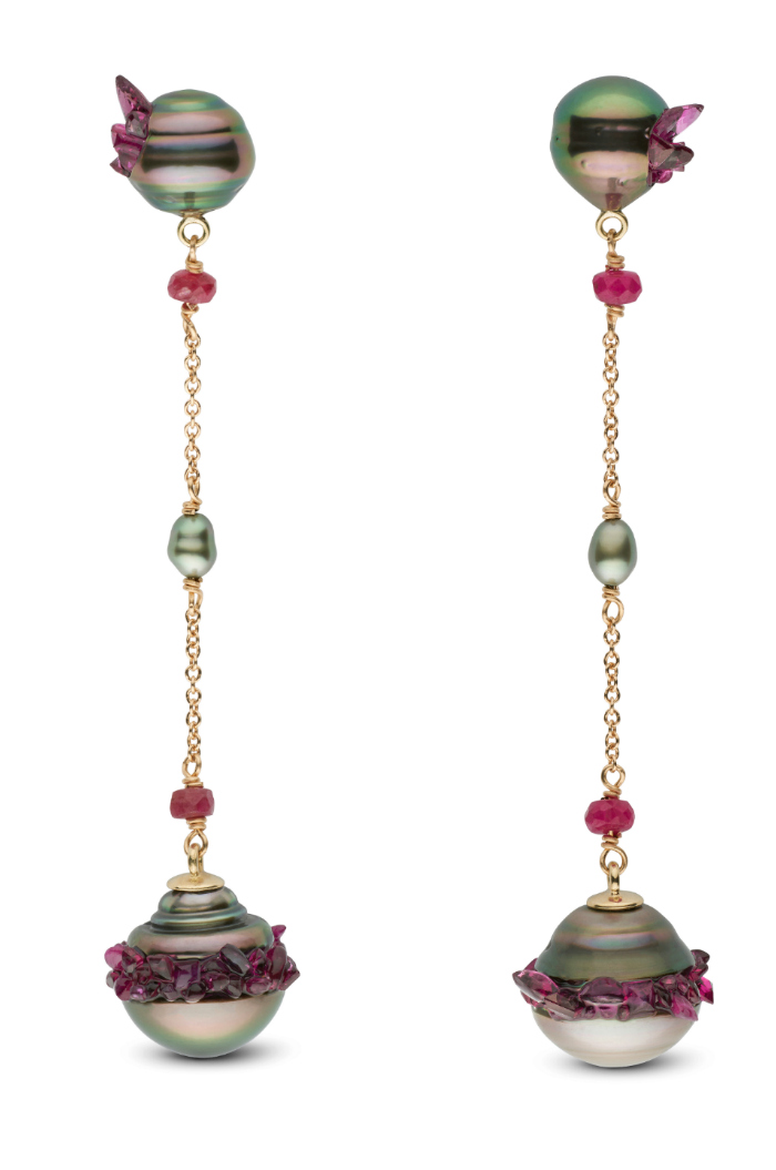 Stunning pearl earrings from the little h Spiral collection. The pearls are set with rubies!