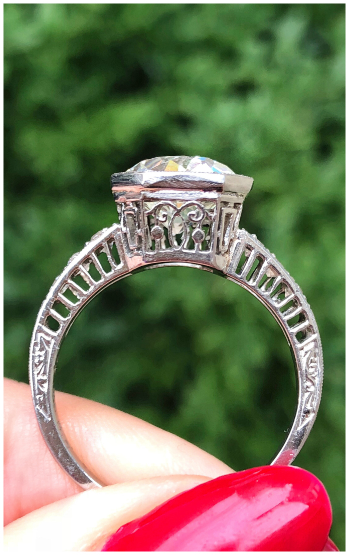 Side details of a stunningly beautiful Art Deco engagement ring! I love vintage engagement rings.