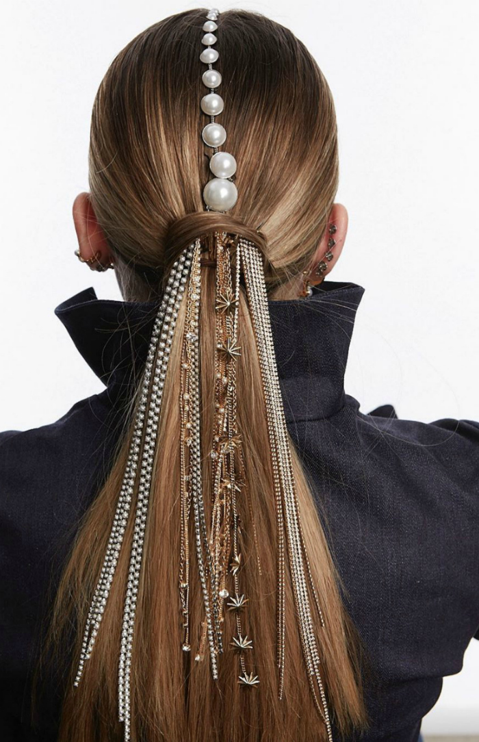 Such a cool hair jewel look from Lelet NY! I love those ponytail chains.
