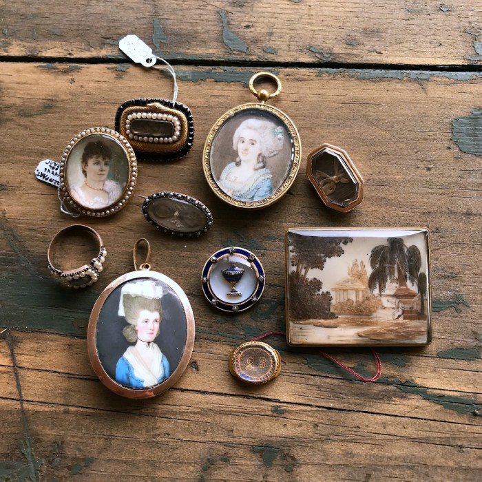 Dear to Memory is an online antique jewelry lecture series featuring a curated sale of antique sentimental and mourning jewelry.