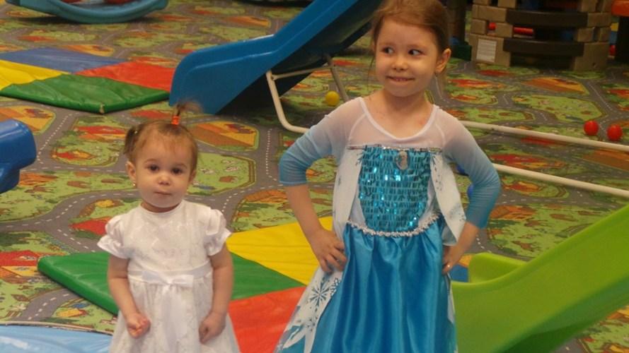 Frozen - Regatul de gheata...Elsa si Ana!