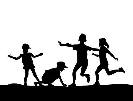 Copiii trebuie să se bucure de copilărie...nu îi puneți în lesă