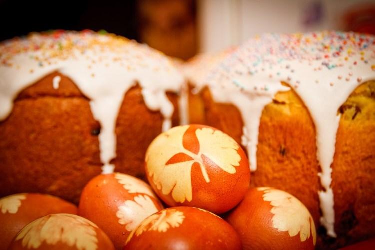 Hristos a înviat! Paşte fericit tuturor!