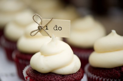 i do sign on cupcakes for a backyard wedding