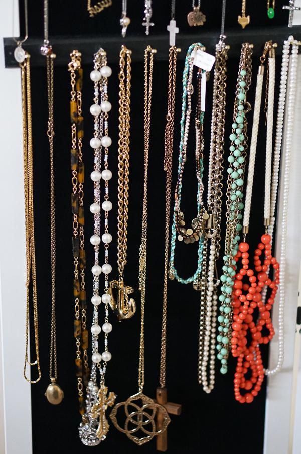 overthedoorclosetjewelryorganizerbloggerfashionlifestyle115