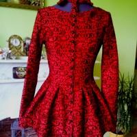 Camasa-rochie rosie, din brocart si catifea, ideala pentru orice silueta