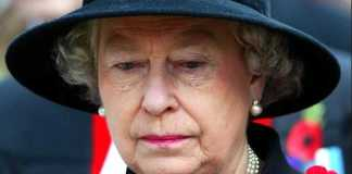 Queen-Elizabeth-II-sheds-a-tear-during-the-Field-of-Remembrance-Service-at-Westminster-Abbey-London Photo (C) GETTY IMAGES